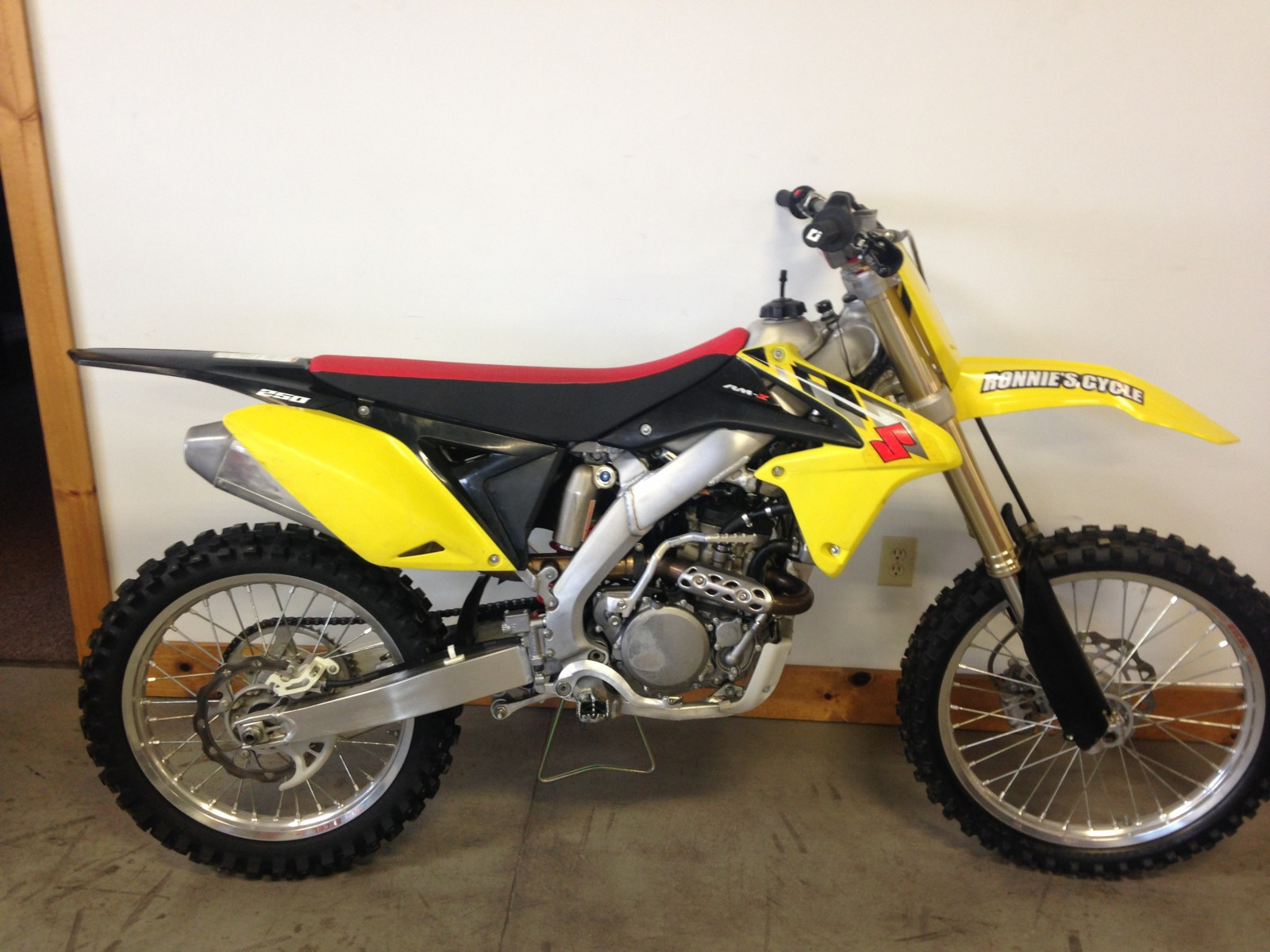 2014 suzuki rmz 250 for sale on ryno classifieds. Black Bedroom Furniture Sets. Home Design Ideas